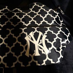 NY Yankees logo tote cooler bag new with tags